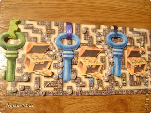 Вот как и обещала сделала ещё одно продолжение для Юлии(bagira1965),Марины(ШМыГа),Светланы(svetamk) - зелёные ключики,natabel-синий ключик,Светлана Сычёва так и не ответила с каким ключиком сделать,поэтому если понравится может забрать карточку с синим ключиком после natabel.ИЗВИНИТЕ за качество фото.На некоторых карточках клей ещё не подсох,так как только закончила,поэтому видны блики. фото 3