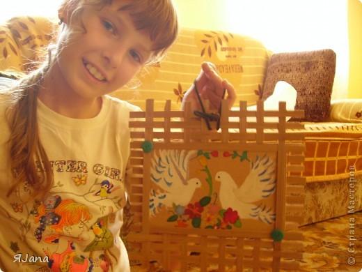 Привет всем мастерицам! Сегодня покажу вам этих птичек в рамочке. Я подарила их моим родителям на День семьи. Им очень понравилось птичек получать, а мне рисовать и плести рамочку. фото 6