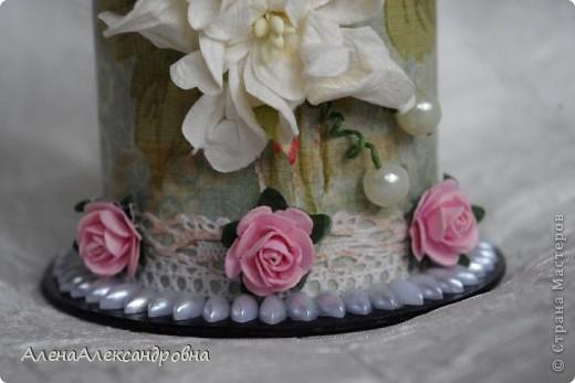 Эта карандашница сделана из бобины от лент, которую мне любезно дали в цветочном магазине. А МК в блоге замечательной девушки Дины  http://paper-fairytale.blogspot.com/2011/07/blog-post_30.html фото 8