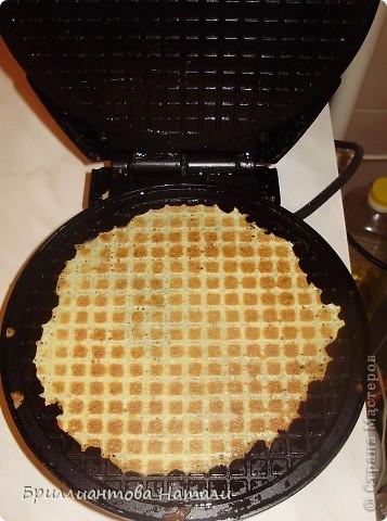 """Девочки, попробуйте наши вафельные чипсы..Мы их""""трескаем"""")))) всей семьей..  Нужна вафельница и немножко свободного времени, минут 30..  фото 5"""