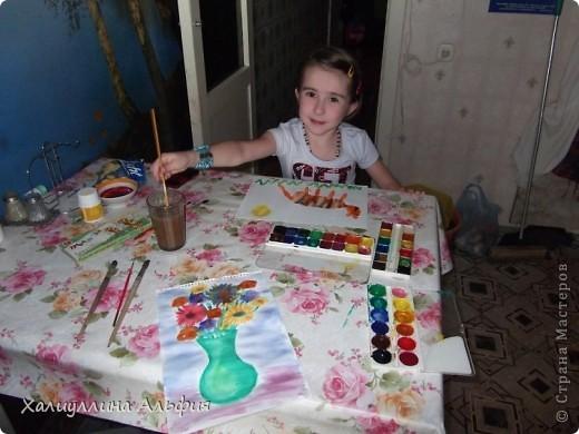 """Моя маленькая двоюродная сестричка Линара пришла в гости, увидела кисточки в стакане и сказала: """"Давай рисовать"""". Честно говоря, я сама очень обрадовалась ее предложению, потому что я сама очень давно не рисовала ... фото 1"""