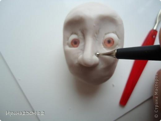 Продолжение мастер-класса:  Нащупываем глаза и инструментом раздвигаем пластику фото 8