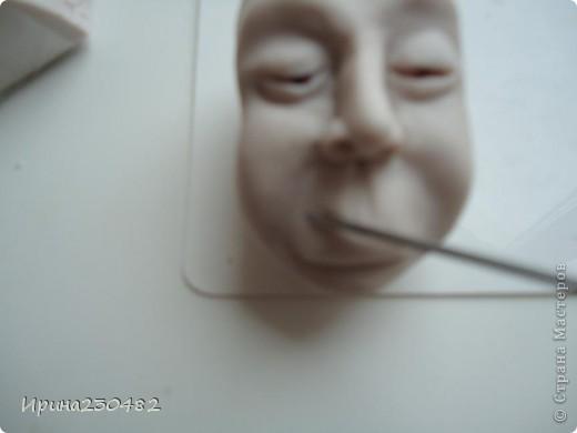 Продолжение мастер-класса:  Нащупываем глаза и инструментом раздвигаем пластику фото 19