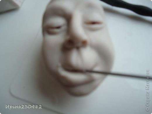 Продолжение мастер-класса:  Нащупываем глаза и инструментом раздвигаем пластику фото 20
