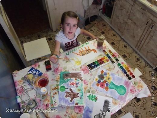"""Моя маленькая двоюродная сестричка Линара пришла в гости, увидела кисточки в стакане и сказала: """"Давай рисовать"""". Честно говоря, я сама очень обрадовалась ее предложению, потому что я сама очень давно не рисовала ... фото 3"""