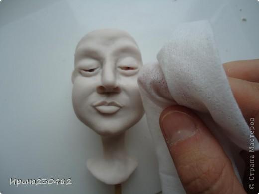 Продолжение мастер-класса:  Нащупываем глаза и инструментом раздвигаем пластику фото 30