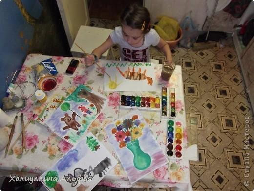 """Моя маленькая двоюродная сестричка Линара пришла в гости, увидела кисточки в стакане и сказала: """"Давай рисовать"""". Честно говоря, я сама очень обрадовалась ее предложению, потому что я сама очень давно не рисовала ... фото 4"""