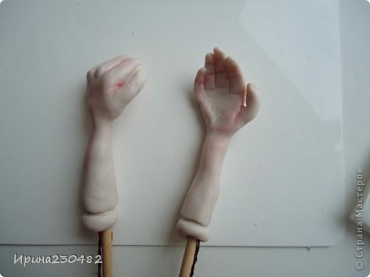 Продолжение: Начинаем делать руки. Из тонкой проволоки делаем вот такой каркас фото 13