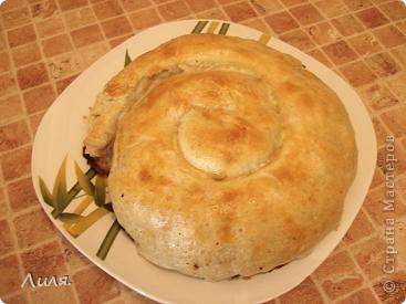 Банница-это болгарское блюдо! Готовится достаточно быстро и легко,что я всегда приветствую в рецептах! Приготовить можно с любой начинкой,какая только на ум придет! Нам нужно: слоёное тесто бездрожжевое. фото 1