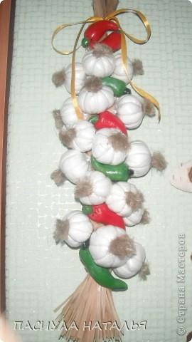 вот такой чеснок с перчиками получился мк в стране мастеров брала, в основе коса из лыко. фото 1