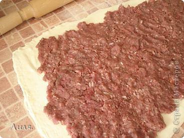 Банница-это болгарское блюдо! Готовится достаточно быстро и легко,что я всегда приветствую в рецептах! Приготовить можно с любой начинкой,какая только на ум придет! Нам нужно: слоёное тесто бездрожжевое. фото 2