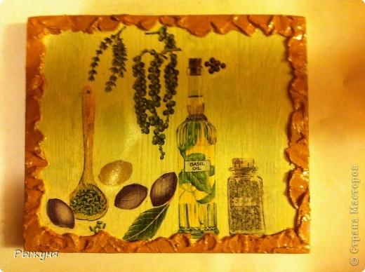 Добрый день жители Страны Мастеров! Мне очень захотелось украсить дачу оливковой тематикой. Подходящие салфетки и остатки деревянных досок  превратились в 3 панно. По краям любимая шпатлевка ( банка большая и еще все есть), подрисовка красками и тени пастелью.Что получилось, оцените! фото 1