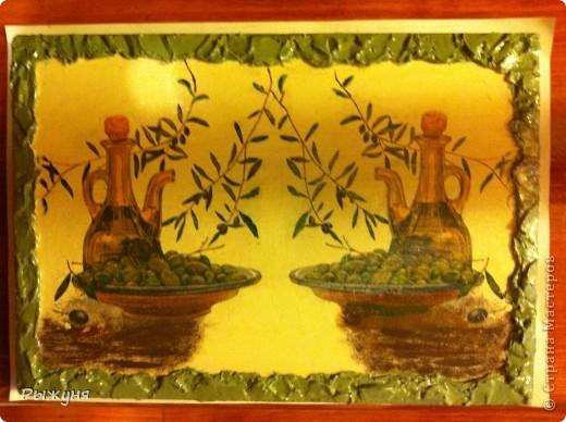 Добрый день жители Страны Мастеров! Мне очень захотелось украсить дачу оливковой тематикой. Подходящие салфетки и остатки деревянных досок  превратились в 3 панно. По краям любимая шпатлевка ( банка большая и еще все есть), подрисовка красками и тени пастелью.Что получилось, оцените! фото 2