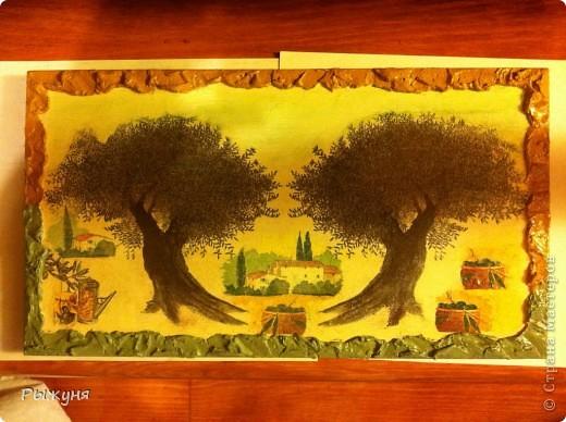 Добрый день жители Страны Мастеров! Мне очень захотелось украсить дачу оливковой тематикой. Подходящие салфетки и остатки деревянных досок  превратились в 3 панно. По краям любимая шпатлевка ( банка большая и еще все есть), подрисовка красками и тени пастелью.Что получилось, оцените! фото 3