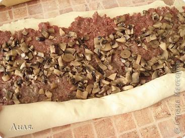 Банница-это болгарское блюдо! Готовится достаточно быстро и легко,что я всегда приветствую в рецептах! Приготовить можно с любой начинкой,какая только на ум придет! Нам нужно: слоёное тесто бездрожжевое. фото 4