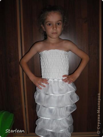 Вообще я не умею шить, если только что-то прострочить. но как получилось это платье, сама удивляюсь. Нам понадобится: ткань для топа - сорочечная (похожа на стрейч) ткань для юбки - сорочечная (хлопок), органза (у меня были обрезки от штор), косая бейка резинка шляпная, тонкая фото 1