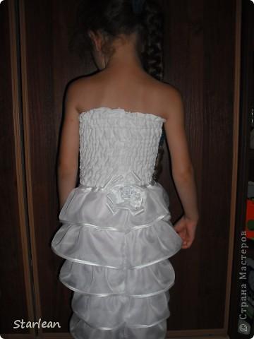 Вообще я не умею шить, если только что-то прострочить. но как получилось это платье, сама удивляюсь. Нам понадобится: ткань для топа - сорочечная (похожа на стрейч) ткань для юбки - сорочечная (хлопок), органза (у меня были обрезки от штор), косая бейка резинка шляпная, тонкая фото 17