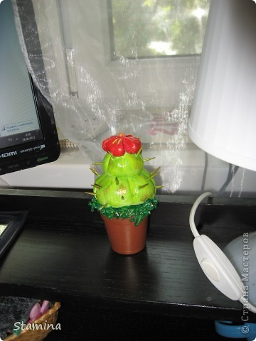 Вот такой кактусик слепился для мамы..  фото 2