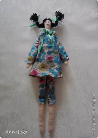 """Кр мне в гости очень часто приходит племянница. Девочка очень умная и интересная. Мы с ней решили сделать куколку и вот что у нас получилось. Тильдочку мы назвали Пеппи (почему-то возникла ассоциация с героиней известной книги Астрид Линдгрен """"Пеппи Длинныйчулок""""). А, может быть, виной всему непоседливый характер моей Фросечки :-))) фото 1"""