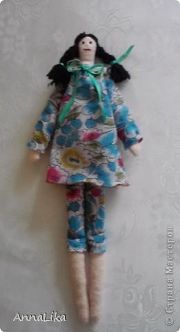 """Кр мне в гости очень часто приходит племянница. Девочка очень умная и интересная. Мы с ней решили сделать куколку и вот что у нас получилось. Тильдочку мы назвали Пеппи (почему-то возникла ассоциация с героиней известной книги Астрид Линдгрен """"Пеппи Длинныйчулок""""). А, может быть, виной всему непоседливый характер моей Фросечки :-))) фото 4"""