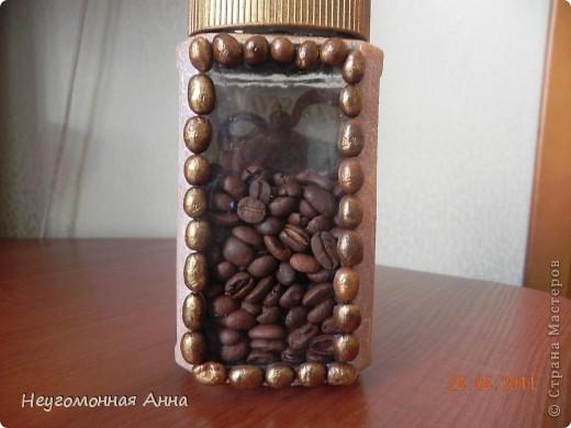 Баночка под кофе. Обратный декупаж. Окошечко украсила зёрнами кофе, крышку покрасила золотой краской. Кракелюр. Лицевая сторона. фото 6