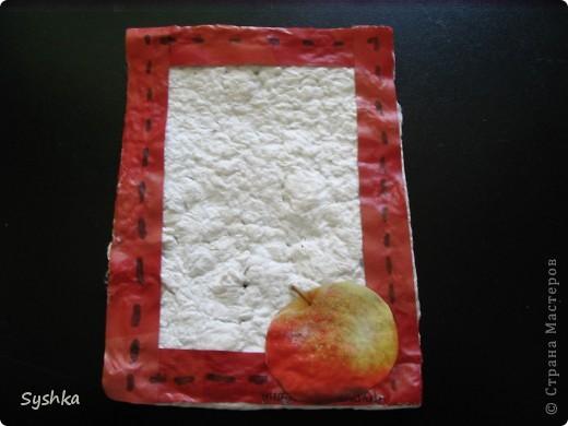 Вот и я хочу поучавствовать в игре! Сделала небольшую открыточку... Основа- самодельная бумага. Она очень фактурная и, мне кажется, красиво смотрится. фото 2