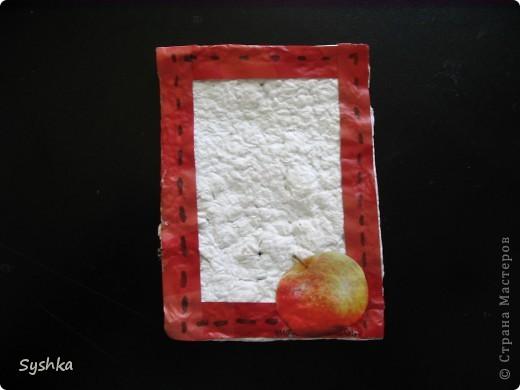 Вот и я хочу поучавствовать в игре! Сделала небольшую открыточку... Основа- самодельная бумага. Она очень фактурная и, мне кажется, красиво смотрится. фото 1