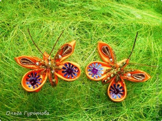Давно я присматривалась к работам мастериц  Страны  мастеров. И вот  результат - первая  бабочка. Уже подарила  соседской девочке - она  скоро уезжает  из  деревни. Пусть они  будут напоминать  деревню и лето. Внучки тоже просят  бабочек. Надеюсь, что  скоро появятся новые работы. фото 2