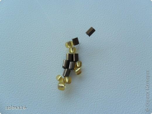 Золотистый бисер №10 и рубка шоколадного цвета. фото 15