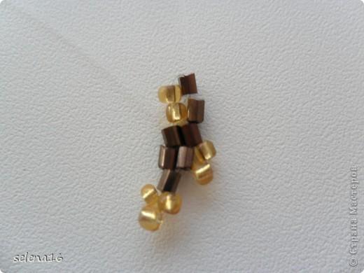 Золотистый бисер №10 и рубка шоколадного цвета. фото 17