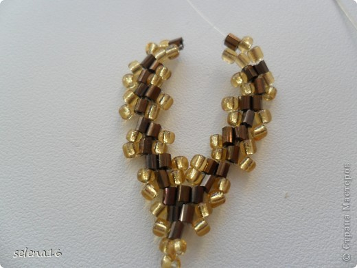 Золотистый бисер №10 и рубка шоколадного цвета. фото 31