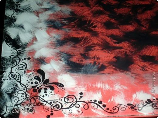 От старого серванта осталось 2 стекла.. сервант отправился на помойку, а стекло я разрисовала акриловыми красками. Рисовала с обратной стороны чёрным и белым цветом. фото 1