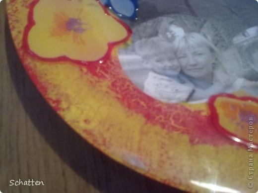 """Моя подруга-коллега собирает разные тарелки. Пришлось сделать ей этот """"страх"""". Мне результат не понравился, а она была в восторге. Прозрачной тарелки было не найти - только с цветами. Я их потом обвела объемными красками. фото 2"""