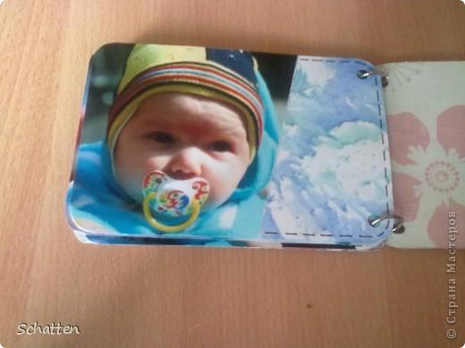 Этот альбомчик сделан по МК вот отсюда: http://www.scrap-info.ru/myarticles/article_storyid_503.html Моя племяшка - девочка-прелестница))) А поскольку мои любимые цвета все-таки (как раз) зеленый и синий, решила не отспупать от МК фото 9