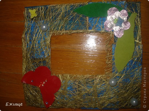 черная рамочка сделана из : 1.пеноплас 2.пена  строительная 3.жидкая резина 4.клей  с блестками фото 2