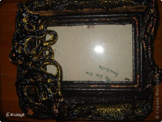 черная рамочка сделана из : 1.пеноплас 2.пена  строительная 3.жидкая резина 4.клей  с блестками фото 1