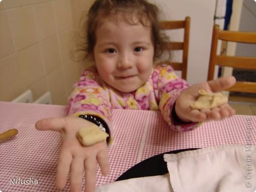 1 кг муки,1 яйцо,1 ст воды и чуточку масла чтобы тесто к рукам не прилипало.Месим крутое тесто и оставляем на пол часа чтобы отдохнуло.  фото 10