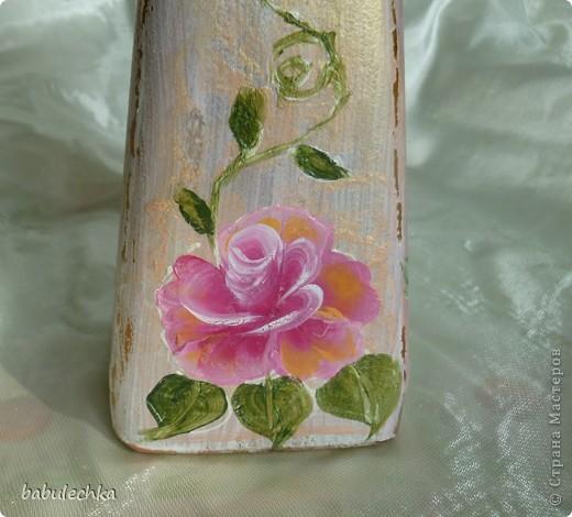 Роза с виолой.Эту 4-х гранную бутылку можно использовать в  качестве вазочки для одного цветка. фото 4