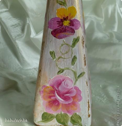 Роза с виолой.Эту 4-х гранную бутылку можно использовать в  качестве вазочки для одного цветка. фото 1