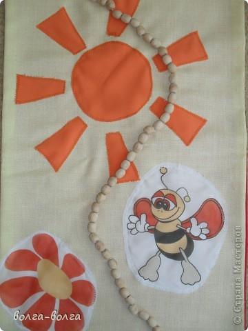 Пошила в детский сад массажные коврики. На этом коврике губка круглая, обтянутая капроном. Серединки- пуговицы. фото 2