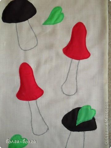 Пошила в детский сад массажные коврики. На этом коврике губка круглая, обтянутая капроном. Серединки- пуговицы. фото 4