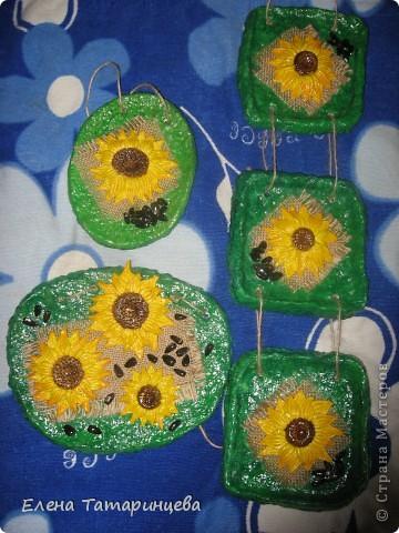 Мои три панно. Основа из папье-маше, мешковина, семечки настоящие и подсолнухи из соленого теста. фото 1