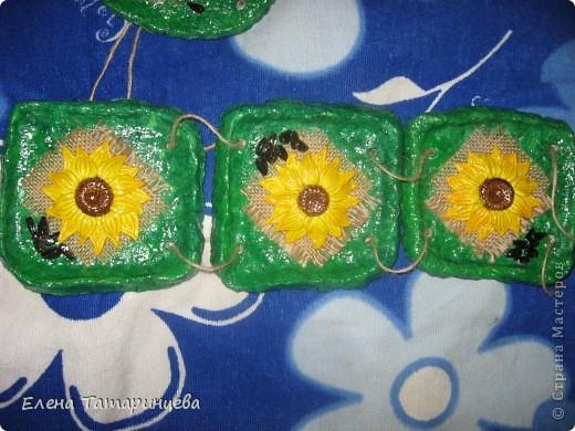 Мои три панно. Основа из папье-маше, мешковина, семечки настоящие и подсолнухи из соленого теста. фото 4