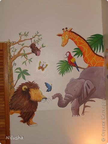В ожидании малыша хотелось приукрасить комнату:))Рисовала с удовольствиеме и быстро,не терпелось закончить так.Надеюсь малышу понравится что мама натворила:)) фото 1