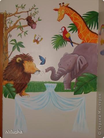 В ожидании малыша хотелось приукрасить комнату:))Рисовала с удовольствиеме и быстро,не терпелось закончить так.Надеюсь малышу понравится что мама натворила:)) фото 2
