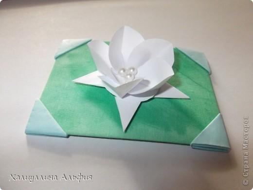 """Для выполнения этой коллекции под названием """"Лето - периодично, цветы - вечны"""" мне понадобился картон, бумага, клей, ножницы (само собой разумеющееся), а также ткань, которой я обтянула сами карточки, и которую я преждевременно выкрасила в неровный зеленый (имитация травы). Еще мне понадобились бусинки жемчужного цвета. фото 10"""