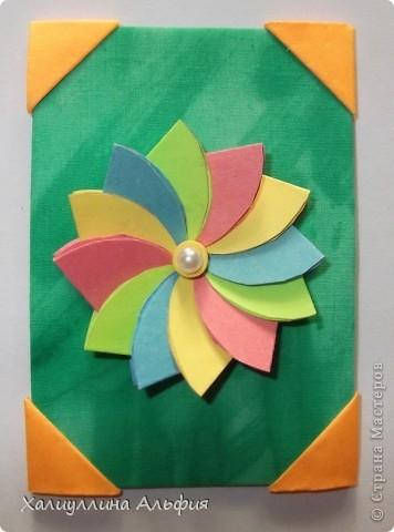 """Для выполнения этой коллекции под названием """"Лето - периодично, цветы - вечны"""" мне понадобился картон, бумага, клей, ножницы (само собой разумеющееся), а также ткань, которой я обтянула сами карточки, и которую я преждевременно выкрасила в неровный зеленый (имитация травы). Еще мне понадобились бусинки жемчужного цвета. фото 2"""