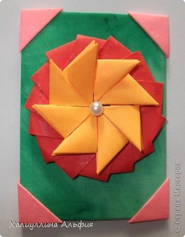 """Для выполнения этой коллекции под названием """"Лето - периодично, цветы - вечны"""" мне понадобился картон, бумага, клей, ножницы (само собой разумеющееся), а также ткань, которой я обтянула сами карточки, и которую я преждевременно выкрасила в неровный зеленый (имитация травы). Еще мне понадобились бусинки жемчужного цвета. фото 3"""