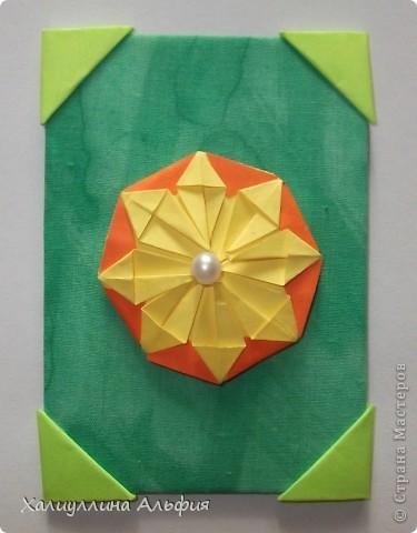 """Для выполнения этой коллекции под названием """"Лето - периодично, цветы - вечны"""" мне понадобился картон, бумага, клей, ножницы (само собой разумеющееся), а также ткань, которой я обтянула сами карточки, и которую я преждевременно выкрасила в неровный зеленый (имитация травы). Еще мне понадобились бусинки жемчужного цвета. фото 4"""
