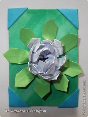 """Для выполнения этой коллекции под названием """"Лето - периодично, цветы - вечны"""" мне понадобился картон, бумага, клей, ножницы (само собой разумеющееся), а также ткань, которой я обтянула сами карточки, и которую я преждевременно выкрасила в неровный зеленый (имитация травы). Еще мне понадобились бусинки жемчужного цвета. фото 5"""